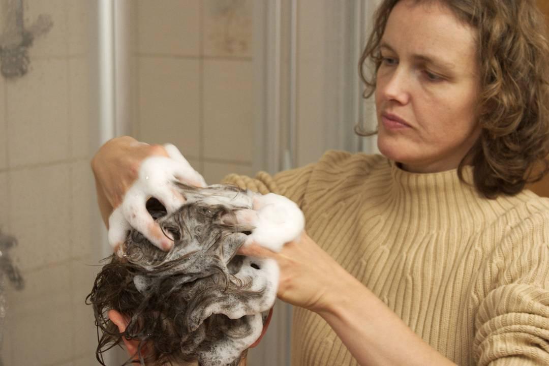 Дустовое мыло от вшей и гнид — насколько эффективен народный метод?