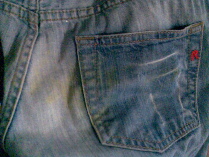 Как можно вывести пятна плесени с одежды из различных тканей
