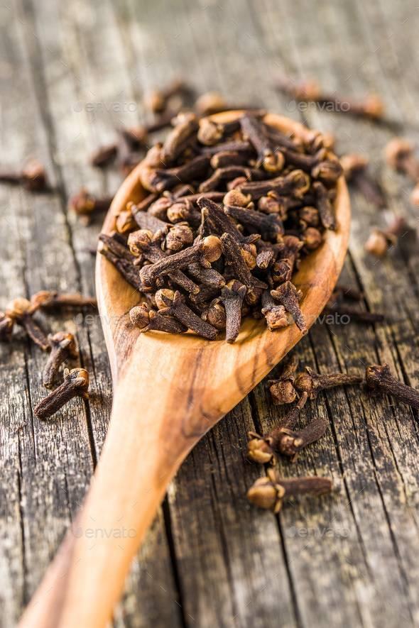 Какое эфирное масло от комаров наиболее эффективно?