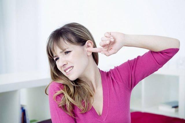 Муха залетела в ухо: что делать, как вытащить?