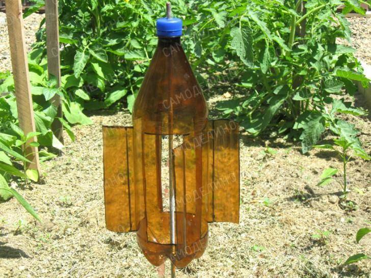 Как сделать вертушка из пластиковой бутылки для отпугивания кротов